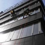 Mytí oken ve výškách - horolezci České Budějovice