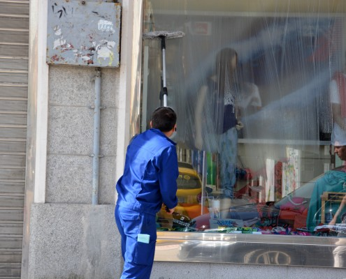 Mytí oken a výloh v Praze