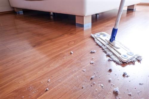 Hloubkové čištění tvrdých podlah
